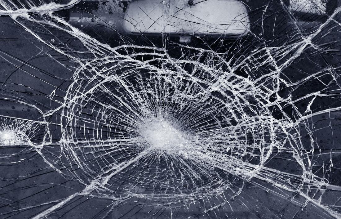 this image shows mobile auto glass repair in Sacramento, California