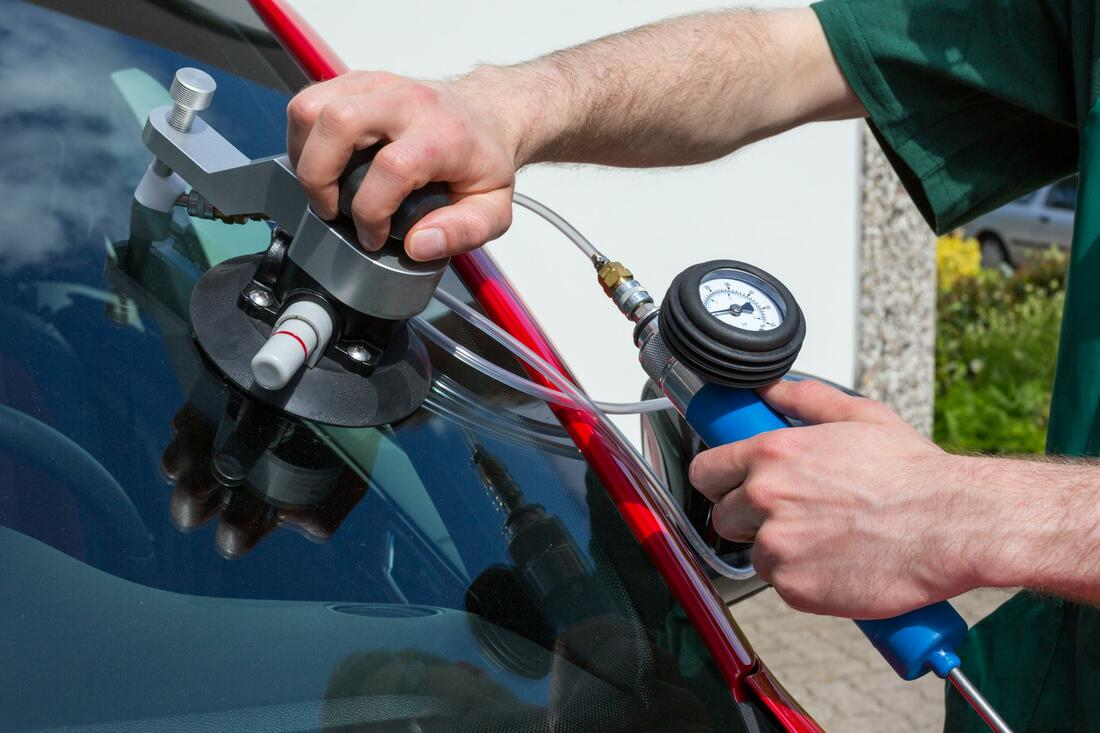 this picture shows auto glass repair and power window repair in sacramento